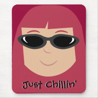 Apenas Redhead de Chillin con las gafas de sol Alfombrillas De Ratones