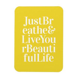 Apenas respire el amarillo inspirador de la cita iman rectangular