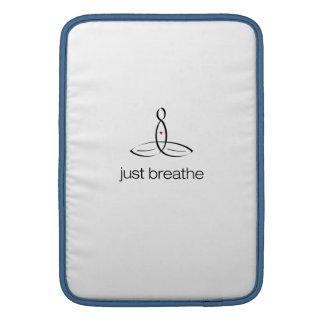 Apenas respire - el estilo regular negro funda para macbook air