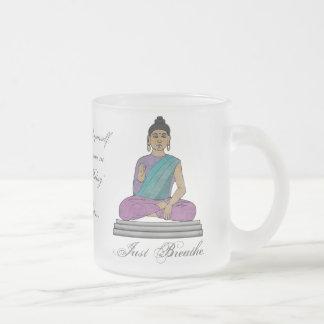 Apenas respire (la taza personalizada del vidrio