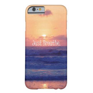 Apenas respire. Vare la puesta del sol del océano Funda De iPhone 6 Barely There