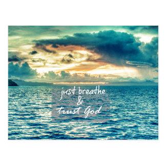 Apenas respire y confíe en la cita de la fe de postales