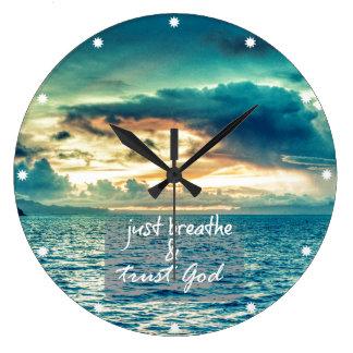 Apenas respire y confíe en la cita de la fe de reloj redondo grande