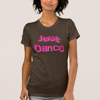 Apenas rosas fuertes de la danza playera