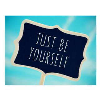 Apenas sea usted mismo postal