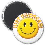 Apenas sonrisa divorciada imán de frigorifico
