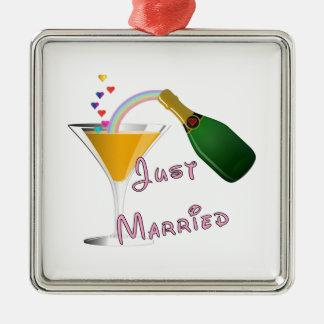 Apenas tostada casada del boda de Champán Adorno Cuadrado Plateado