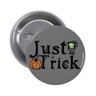 Apenas truco Halloween Pin Redondo De 2 Pulgadas