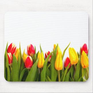 Apenas tulipanes alfombrilla de ratones