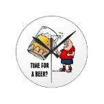 Apenas un individuo GRANDE de la cerveza Reloj
