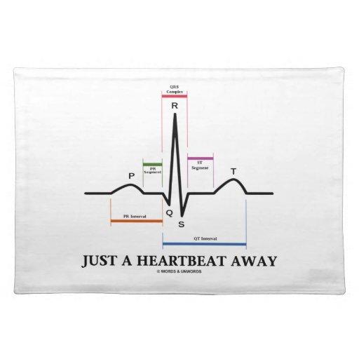 Apenas un latido del corazón lejos (humor de EKG/E Mantel Individual