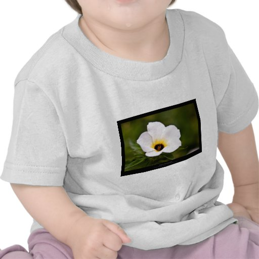 Apenas una flor - flor blanca 019 camisetas