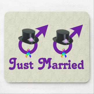 Apenas varón gay formal casado alfombrilla de ratones