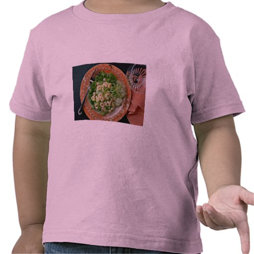 Apio delicioso, ensalada del camarón, bifurcación camiseta