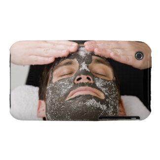 Aplicación de la mascarilla del skincare con la funda bareyly there para iPhone 3 de Case-Mate