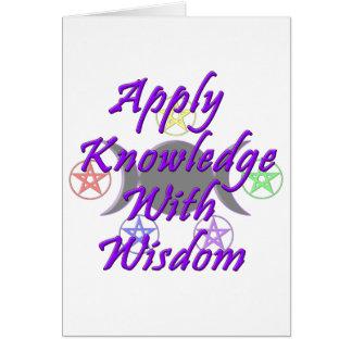 Aplique el conocimiento con la sabiduría tarjeta de felicitación