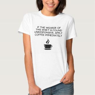 Aplique la emergencia del cafeína del café remeras