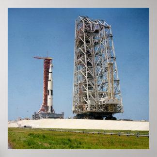Apolo 10 en la plataforma de lanzamiento posters