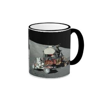 Apolo 17 - El alunizaje servido final Taza De Dos Colores