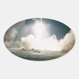 Apolo 17 quita calcomanías de ovales