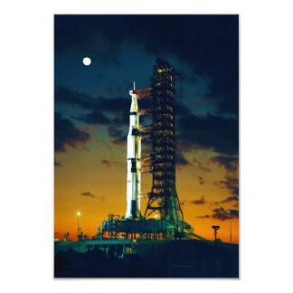 """Apolo 4 Saturn V en el cojín un complejo 39 del Invitación 3.5"""" X 5"""""""