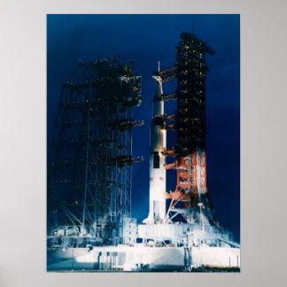 Apolo 9 en la plataforma de lanzamiento posters