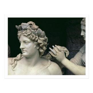 Apolo tendió al lado de las ninfas, el mostrar del postales