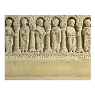 Apóstoles debajo de las arcadas alivio tallado c postal