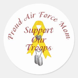 Apoye a nuestra mamá de la fuerza aérea de las pegatina redonda