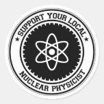Apoye a su físico nuclear local pegatina redonda