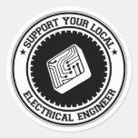 Apoye a su ingeniero eléctrico local pegatina redonda