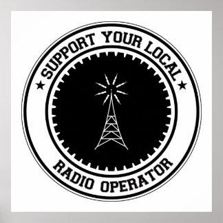 Apoye a su operador de radio local póster