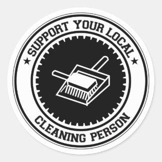 Apoye a su persona local de la limpieza pegatina redonda