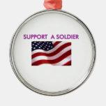 apoye a un soldado ornato