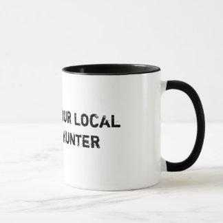 Apoye su taza de café grave local del cazador