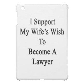 Apoyo el deseo de mi esposa para hacer abogado