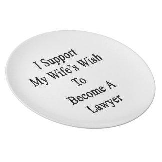 Apoyo el deseo de mi esposa para hacer abogado plato de comida