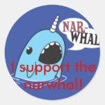 ¡Apoyo el narwhal! Pegatina Redonda