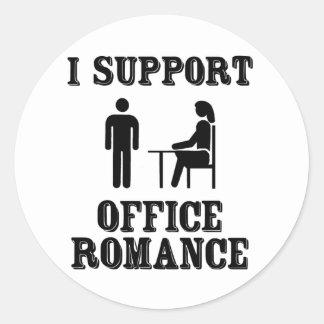 Apoyo el romance de la oficina etiqueta redonda