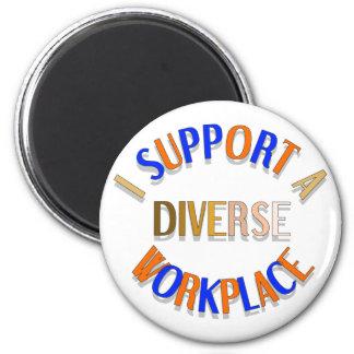 Apoyo un imán diverso del lugar de trabajo