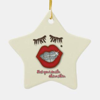 Apoyos brillantes, labios rojos, topo, y pestañas adorno navideño de cerámica en forma de estrella