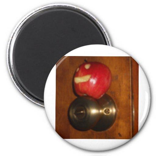 Apple en el tirador iman de nevera