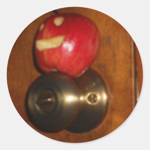 Apple en el tirador pegatina redonda