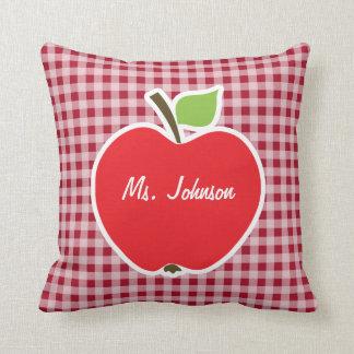 Apple en la guinga del rojo del carmín almohadas