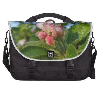 Apple florece todavía cerrado bolsas de portátil