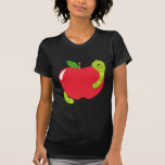Apple grande, rojo con ropa del gusano camisetas