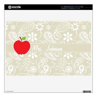 Apple on Ecru Paisley Skin For The MacBook