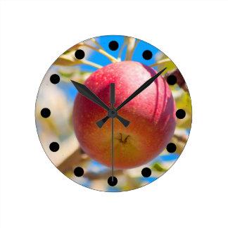 Apple Picking Clock