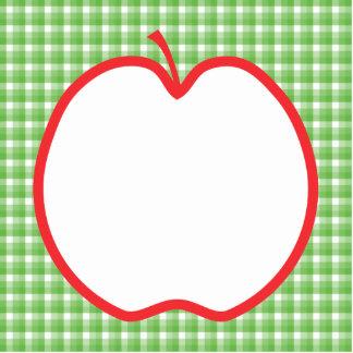 Apple rojo. Con el fondo verde y blanco del contro Escultura Fotografica