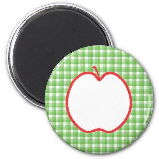 Apple rojo. Con el fondo verde y blanco del contro Imán Redondo 5 Cm